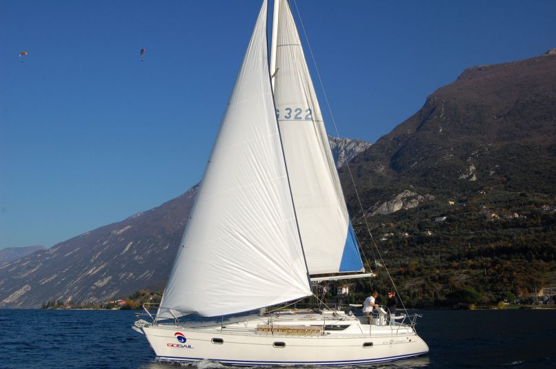 Rent a sailing boat Sun Odyssey 33 in Lake Garda